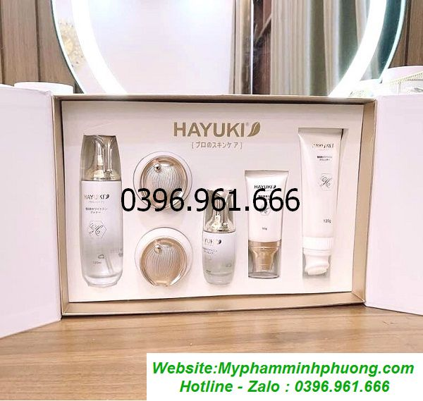 Bo-my-pham-hayuki-luxury-nhat-ban-tri-nam-duong-trang-tai-sinh-lan-da-600x569